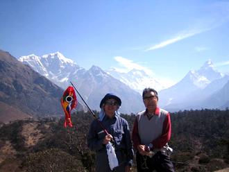 天野春男会長と布田 2006.4 ネパール エベレスト街道